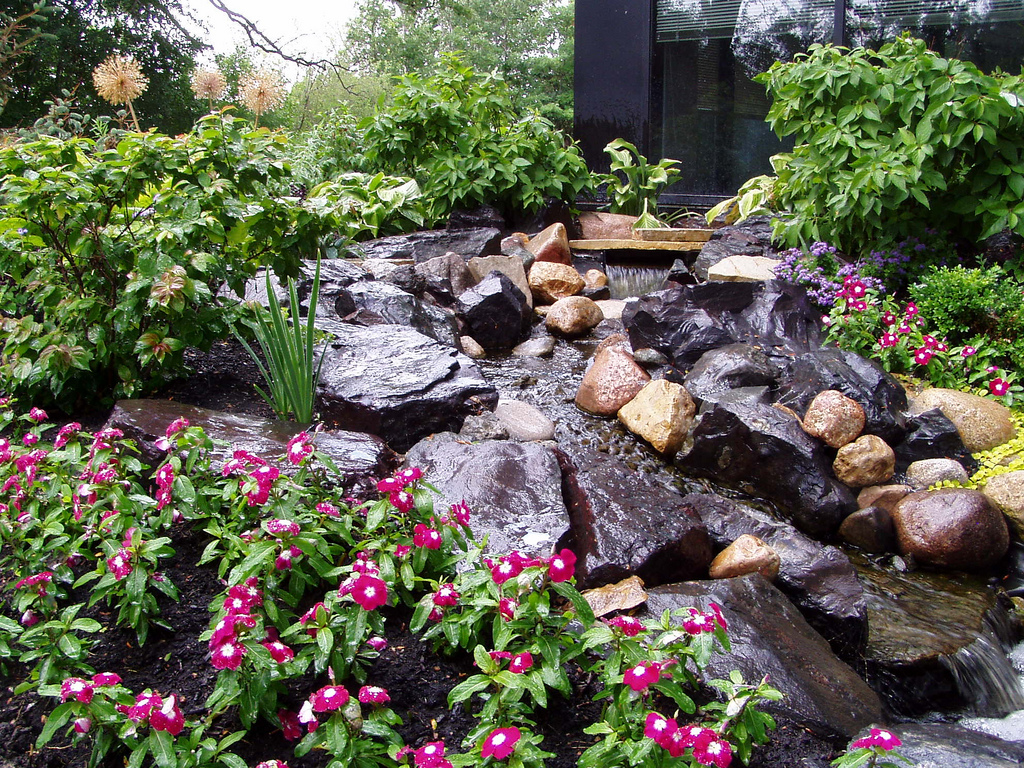Findlinge holz stein mehr - Fuentes de jardin rusticas ...